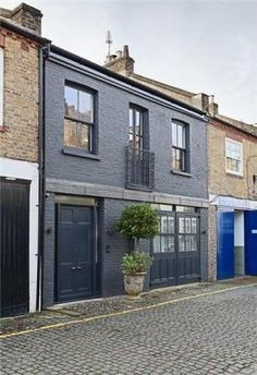3 bedroom mews house for sale in Russell Gardens Mews, Holland Park, - Rightmove. Grey Exterior, House Paint Exterior, Exterior House Colors, Exterior Design, Transformer Un Garage, Painted Brick Exteriors, Pintura Exterior, Mews House, Grey Houses
