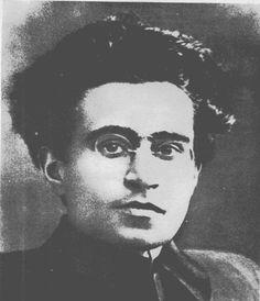 Antonio Gramsci, nato il 22 gennaio 1891 e morto il 27 aprile 1937 ha ispirato questa bacheca. E' sua la prima immagine.