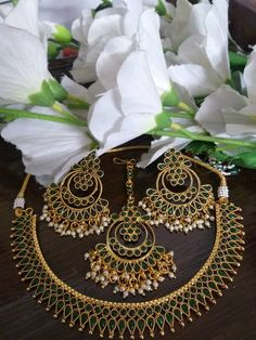 Indian Jewellery Online, Indian Jewelry Sets, Unique Jewelry, Green Necklace, Necklace Set, Kundan Set, Green Gemstones, How To Look Classy, Ethnic Fashion