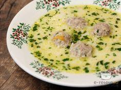 Ciorba de perisoare cu smantana si tarhon  5-6 costite porc; 1 morcov mare; 1 radacina patrunjel mica (cca 50 gr); 1 pastarnac (cca 50 gr); 1 felie telina (cca 50 gr); 1 ceapa medie; 200 gr smantana; 1 lingura rasa faina; 1/2 lamaie; 1 lingura buna tarhon tocat; Amestec perisoare:  300 gr carne tocata porc; 1 ceapa mica (cca 30 gr); 1 lingura pesmet; 4 fire patrunjel; 20 gr orez; 1 ou; sare; piper negru;