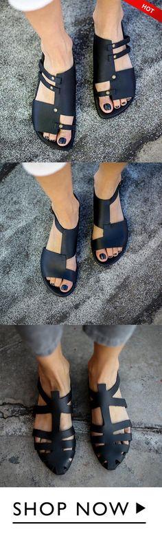 must-have women summer vintage sandals and slippers. Mules Shoes, Women's Sandals, Women's Shoes, Mode Hippie, Birkenstock Mayari, Birkenstock Arizona, Shoe Boots, Shoe Bag, Comfortable Flats