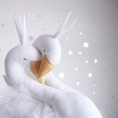 Optez pour cette tête de trophée cygne de la marque Ilka. http://www.wombconcept.com/fr/473_ilka