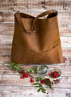 Genuine leather hobo bag with regulated handle - mat leather shoulder bag Hobo Purses, Purses And Handbags, Leather Handbags, Photography Bags, Diy Sac, Denim Tote Bags, Look Vintage, Quilted Bag, Everyday Bag