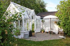 NORD no. 27: UNDER EN BLÅ SOMMARHIMMEL Greenhouse Shed, Greenhouse Gardening, Farm Gardens, Outdoor Gardens, Outdoor Rooms, Outdoor Living, Glass Green House, Lost Garden, She Sheds