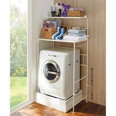 幅と高さが調整でき、お好みのサイズで使えるランドリーラック。32cmまで防水パンの段差をまたいで設置できます。さらに奥行49cmの収納棚で洗面所まわりがスッキリします。洗濯機上の棚をお探しの方におすすめです。