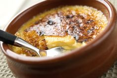 Fristende creme brulee Pudding Desserts, Creme Brulee, Mousse, Chili, Oatmeal, Soup, Chocolate, Breakfast, Recipes