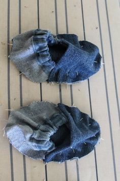 When babies are tiny Robeezare great shoes for keeping little feet warm and cute.  BUT they can be a little pricey, so I attempted to create a DIY version by recycling denim that, in all hones…