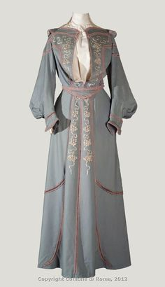 Day dress, circa 1901-1902. Wool with embroidered silk roses and Soutache. The flaps on the shoulders were popular in the early years of the century.