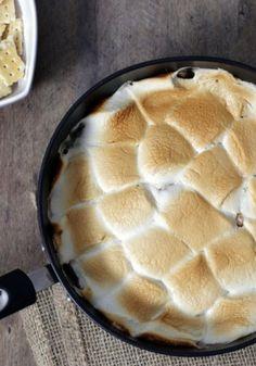 """O """"S'mores"""" é uma sobremesa típica americana com Chocolate e Marshmallow…"""