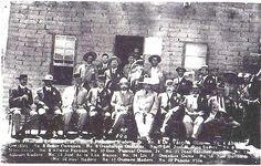 Ciudad Juárez era defendida por el general Juan Navarro y el coronel de infantería Manuel Tamborrell, quienes estaban a cargo de de las tropas y de la guarnición respectivamente. Los revolucionarios, liderados por Orozco y Villa, desobedeciendo las órdenes de Madero, atacaron la guarnición de Ciudad Juárez los días 8 y 9 de mayo y logrando penetrar sus trincheras.