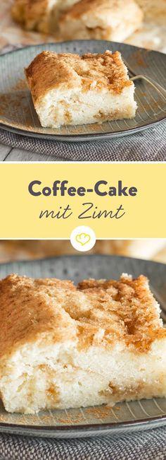 Nein, ein Coffee Cake wird nicht mit Kaffee, sondern mit Butter, Mehl und Milch zubereitet – wie ein ganz normaler Rührkuchen eben. Coffee Cake heißt er nur, weil er in Amerika gerne zum Kaffee gegessen wird – nach dem Frühstück, in der Kaffeepause oder beim Nachmittagskaffee.
