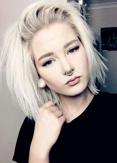 Hair goals: love this messy white blonde choppy bob.