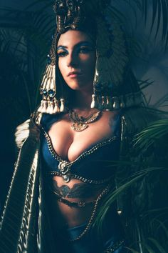 Cleopatra Make-up. Photo: Sarah Bugar & F. School Makeup, Cleopatra, Schools, Wonder Woman, Superhero, Fictional Characters, Women, Makeup Lessons, Women's