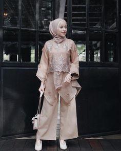 32 ideas style girl hijab for 2020 7 Kebaya Lace, Kebaya Dress, Dress Pesta, Kebaya Modern Hijab, Kebaya Hijab, Model Kebaya Muslim, Dress Brokat Modern, Model Kebaya Modern, Kebaya Brokat
