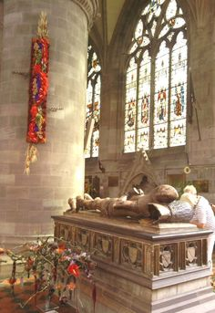 Decorative tomb representing the life of Sir Rowland Pembridge, a knight who fought at the Battle of Poitiers in 1356