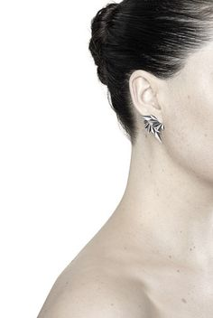 Bemærk  både for og bag x 2 = 2000 kr. http://www.maria-black.dk/collections/earrings/products/wing-earring-oxidized