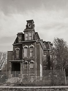 3966 Trumbull Ave Mansard - This house is pretty well known in Detroit Abandoned Detroit, Old Abandoned Buildings, Old Buildings, Abandoned Places, Abandoned Castles, Spooky Places, Haunted Places, Old Mansions, Abandoned Mansions