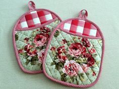 Quilted Pot Holders, Hot Pads, Oven Mitts with Roses and Red Gingham, Bright and Cheery Kitchen by DarBieStitches on Etsy