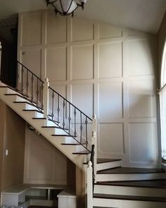 60 Wainscoting Ideas - Unique Millwork Wall Covering And Paneling Designs - Dining room wainscoting Beadboard Wainscoting, Dining Room Wainscoting, Wainscoting Ideas, Stairway Wainscoting, Paneling Ideas, Stairwell Wall, Stair Walls, Fabric Covered Walls, Plywood Walls