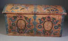 Rosemalt kiste med eierinitialer og dat. 1798, Setesdalen. L: 107 cm., noen markhull/skader.