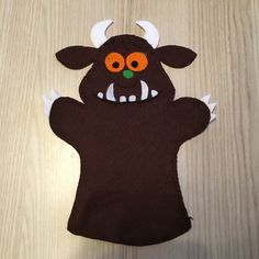 Grüffelo Handpopp You are in the right place about Diy Felt Board farm Here we offer you the most be Finger Puppet Patterns, Finger Puppets, Black Wedding Cakes, Green Wedding Shoes, Raspberry Swirl Cheesecake, Cake Lettering, The Gruffalo, White Chocolate Raspberry, Birthday Diy