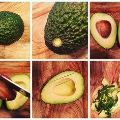 Zó snijd je een avocado | by Larisse | Larisse's Kitchen  Check de rijpheid onder de kroon. Mooi lichtgroen? Dan is de avocado ready to eat! Jaba, Avocado, Fruit, Food, Essen, Yemek, Meals