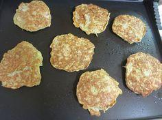 Placičky z ovesných vloček — Břicháč Tom - jak jsem zhubl 27 kg Griddle Pan, Food To Make, Clean Eating, Food And Drink, Health Fitness, Gluten Free, Bread, Homemade, Baking