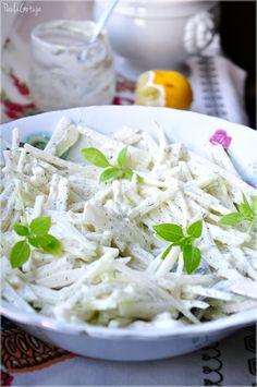 lekka surówka z kalarepki Appetizer Salads, Appetizers, Polish Recipes, Coconut Flakes, Side Dishes, Cabbage, Grilling, Spices, Vegetables