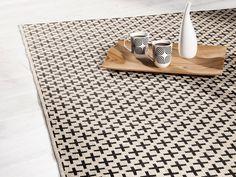 Tapis 100% polypropylène effet sisal motifs croix beige/noir YFIR Sisal, Tapis Design, Animal Print Rug, Bath Mat, Sweet Home, Rugs, Home Decor, Dressing, Ikea Rug