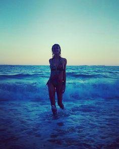 Banho de energia!  #acordabonita #slowliving #slowbeauty #bblogger #blogueira #cacheada #curlygirl #cachosbra #cachosestilosos #nature #naturallycurly #freepeople #intimasdaray