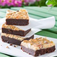 Baka dessa godingar i långpanna! Lyxig choklad ihop med salta nötter och lite kolasmak gör de här kakorna syndigt goda.
