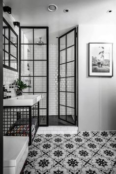 Incredibly Stylish Black And White Bathroom Ideas To .- Unglaublich stilvolle Schwarz-Weiß-Badezimmer Ideen zu begeistern – Besten Haus Dekoration Incredibly stylish black and white bathroom ideas to inspire # Dream bathrooms room bath - Black White Bathrooms, Black And White Tiles, Grey Bathrooms, Beautiful Bathrooms, Modern Bathroom, Bathroom Black, Luxury Bathrooms, Black And White Bathroom Ideas, Minimalist Bathroom