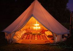 Bell tent - so sumptuous and divine :o). Hotel Bell Tent are one of the many lovely glamping services at festivals. So easy with family in tow. Zelt Camping, Camping Glamping, Camping Life, Family Camping, Camping Gear, Bell Tent Glamping, Camping Photo, Backyard Camping, Luxury Camping