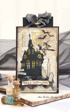 Halloween kort med Tim Holtz nye Sizzix Dies.   Huset er stanset ut med    Sizzix - Tim Holtz Alterations - Thinlits - Haunted House Die...