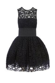El encaje también se lleva en versión lady al estilo Garce Kelly, como este vestido de Asos.