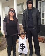 Parent and baby costume ideas - Robbers & Bag of Money Family Homemade Costume