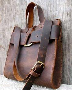 Hem kısa, hem uzun saplı bu çanta ile modern görünmemek imkânsız...