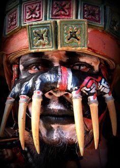 """""""Palenque Rojo"""" es un espectáculo teatral lleno de pasión, magia, danza, música y una dramática historia narrada en Maya."""