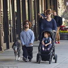 Off-duty: American actor Peter Dinklage stepped out for a lunch date in the West Village with his daughter, Zelig, and wife Erica Schmidt on Thursday Game Of Thrones Toys, Game Of Thrones Series, T Games, Love Games, Khal Drogo, Dating In New York, Welcome To The Game, Jon Snow, Game Of Throne Actors