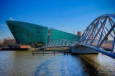 AMSTERDAM - Museu NEMO e ponte de Oosterdok