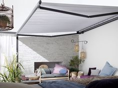 The Markilux 1650 is a strong semi-cassette folding arm awning with a steel twin-link chain operating feature, however this can be upgraded to a gas-piston operation. This retractable awning is similar to the Markilux 1600 but has integrated halogen lights offering quality directional light.  http://www.samsonawnings.co.uk/markilux/markilux-1650/