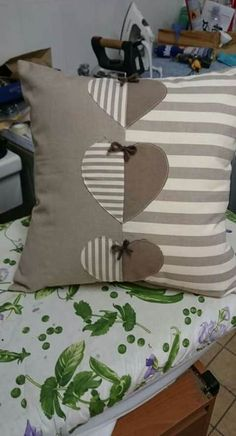 Sewing Pillows Patchwork Ideas 25 Ideas For 2019 Sewing Pillows, Diy Pillows, Decorative Pillows, Throw Pillows, Pillow Ideas, Patchwork Cushion, Quilted Pillow, Cushion Covers, Pillow Covers
