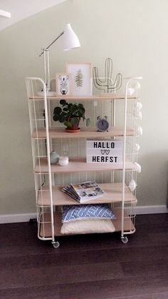 I love this shelf! I want to make one with Wicker sides painted white and wood shelves. Affordable Home Decor, Cool Rooms, Home Office Decor, My New Room, Home Decor Accessories, Home And Living, Furniture Decor, Room Inspiration, Bedroom Decor