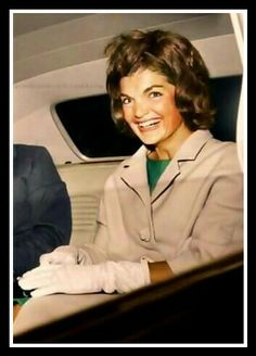Jfk And Jackie Kennedy, Jaqueline Kennedy, Ted Kennedy, Bouffant Hair, International Style, Vintage Hairstyles, Heroines, Historical Photos, Royals