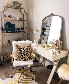 4 Tips For Organizing Your Closet - Haute Off The Rack - Room organization - Sala Glam, New Orleans, Vanity Room, Vanity Decor, Desk To Vanity, Makeup Vanity In Bedroom, Vanity In Closet, Living Room Vanity, Gold Vanity Mirror