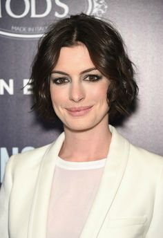Anne Hathaway com cabelo chanel