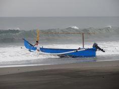 C'est parti pour un tour en mer ! Colonie de vacances Bali Juillet 2012. #bali #colonie #vacances #bateau #mer
