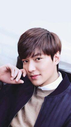 He is soooo handsome Jung So Min, Asian Actors, Korean Actors, Lee Min Ho Wallpaper Iphone, Cellphone Wallpaper, Le Min Hoo, Lee Min Ho Pics, Lee Min Ho Smile, Lee Min Ho Kdrama