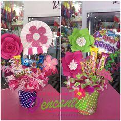 Hermosos arreglos de golosinas #dencantos #cumpleaños #globos #amor #love #amistad #flores