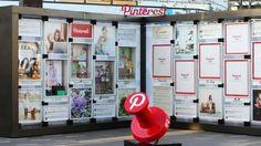 Tablica Pinterest przed centrum handlowym zawierająca ofertę sklepów - świetny pomysł!